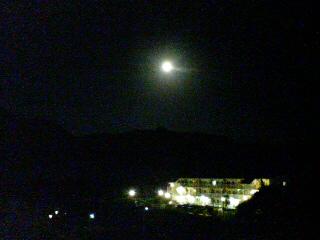 そして満月